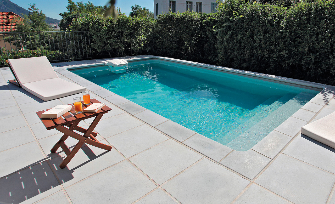 Swimmingpool pools direkt vom poolhersteller desjoyaux pools - Runder pool im garten ...