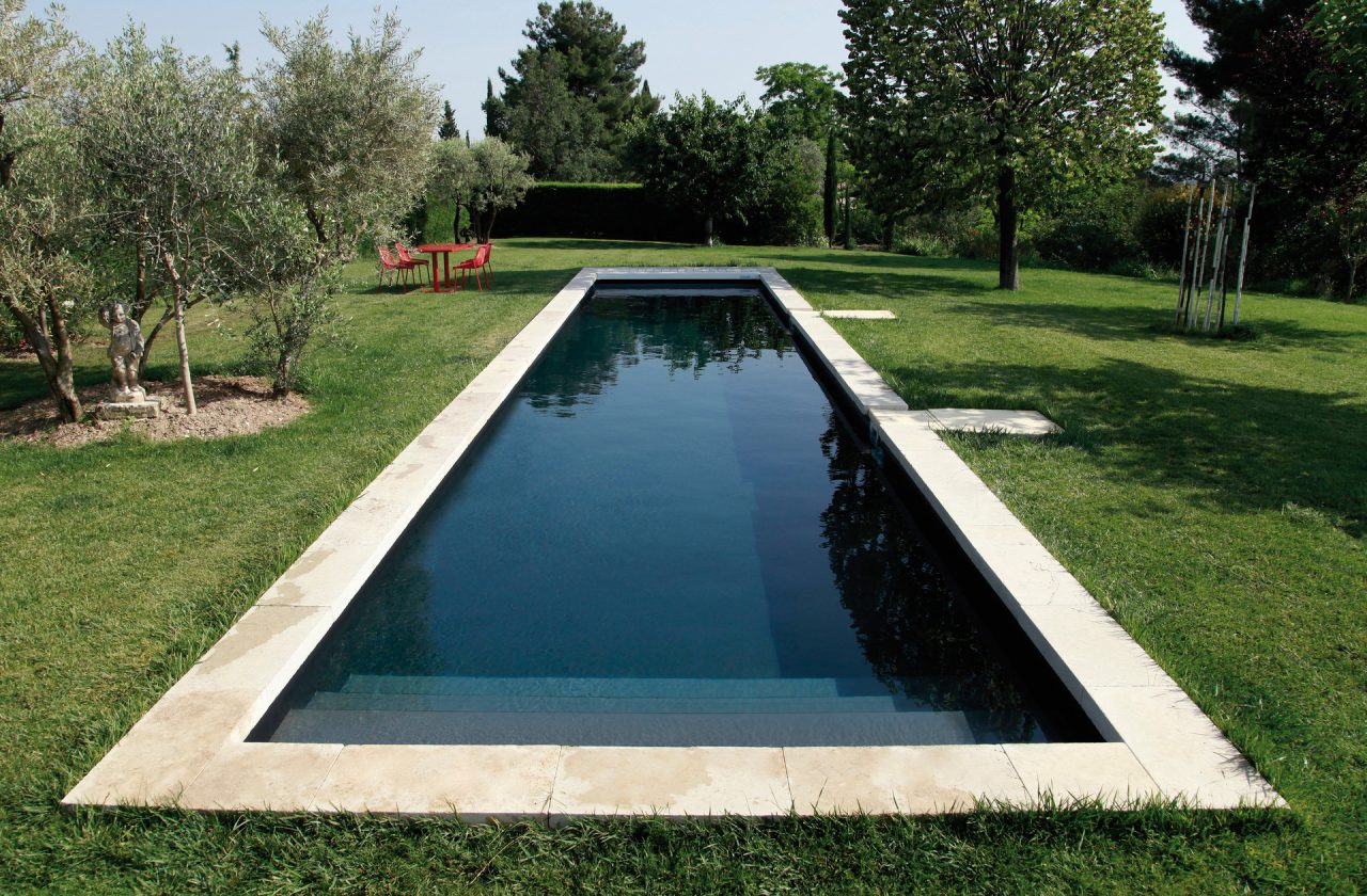 Pool bildgalerie swimmingpool referenzen desjoyaux pools for Schwimmbecken garten