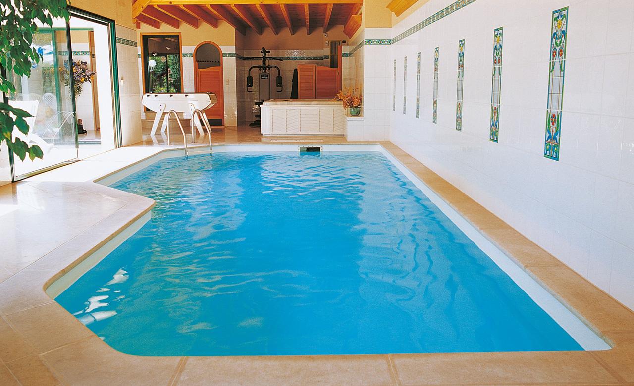 Indoor pools pool im haus desjoyaux pools for Pool komplettangebot