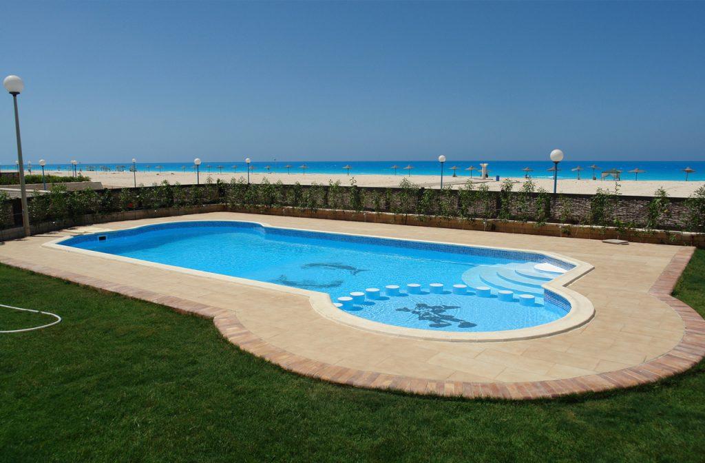 Schwimmbecken Hotelanlage