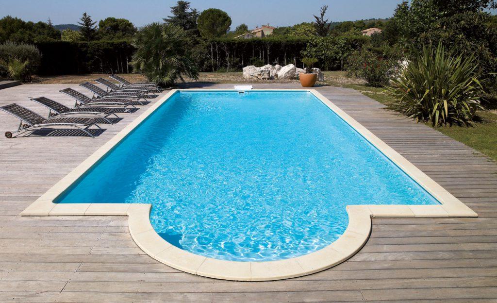 Beckenumrandung: Pool-Randsteine Desjoyaux Classic strohgelb an Holz