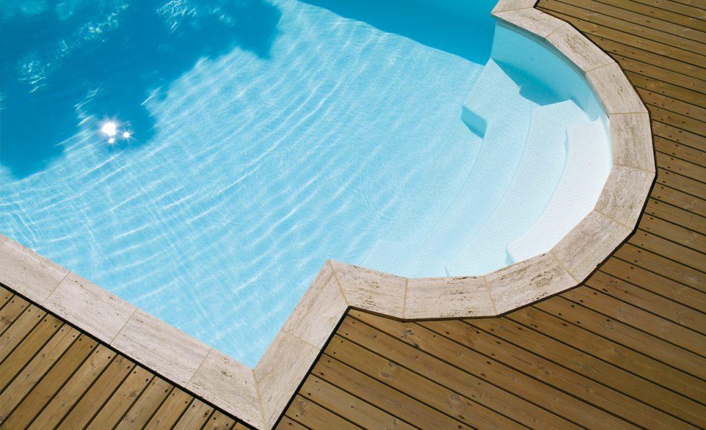 Beckenumrandung Pool-Randsteine individuell - Travertin und Holz