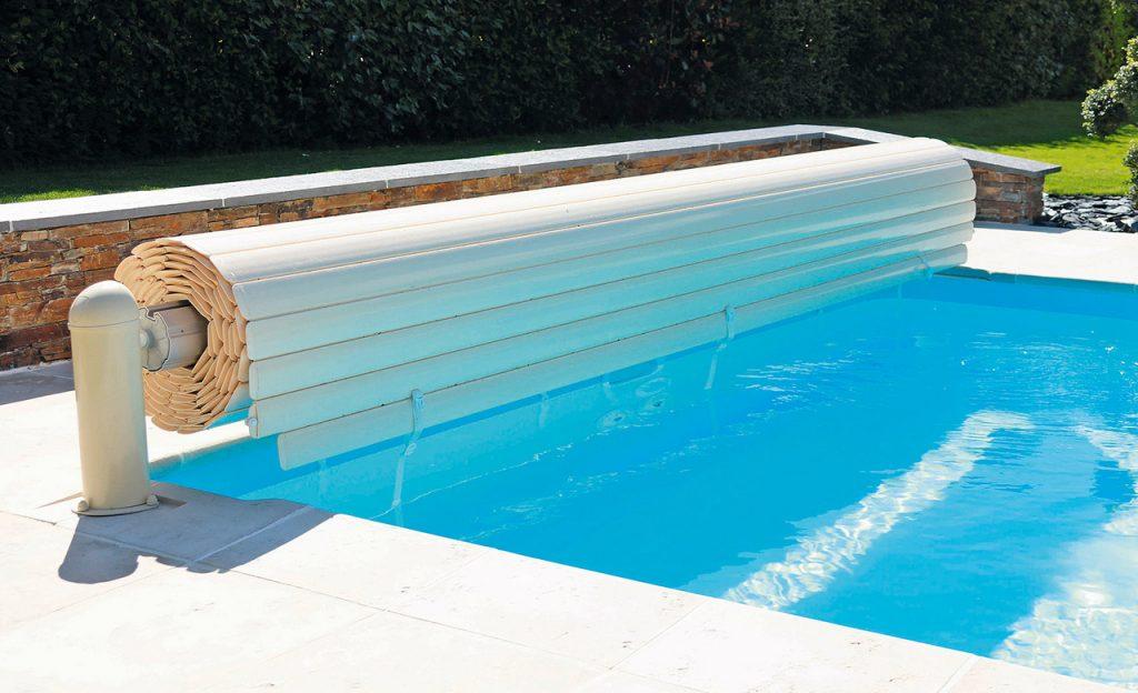 elektrische poolabdeckung oberflur desjoyaux pools. Black Bedroom Furniture Sets. Home Design Ideas