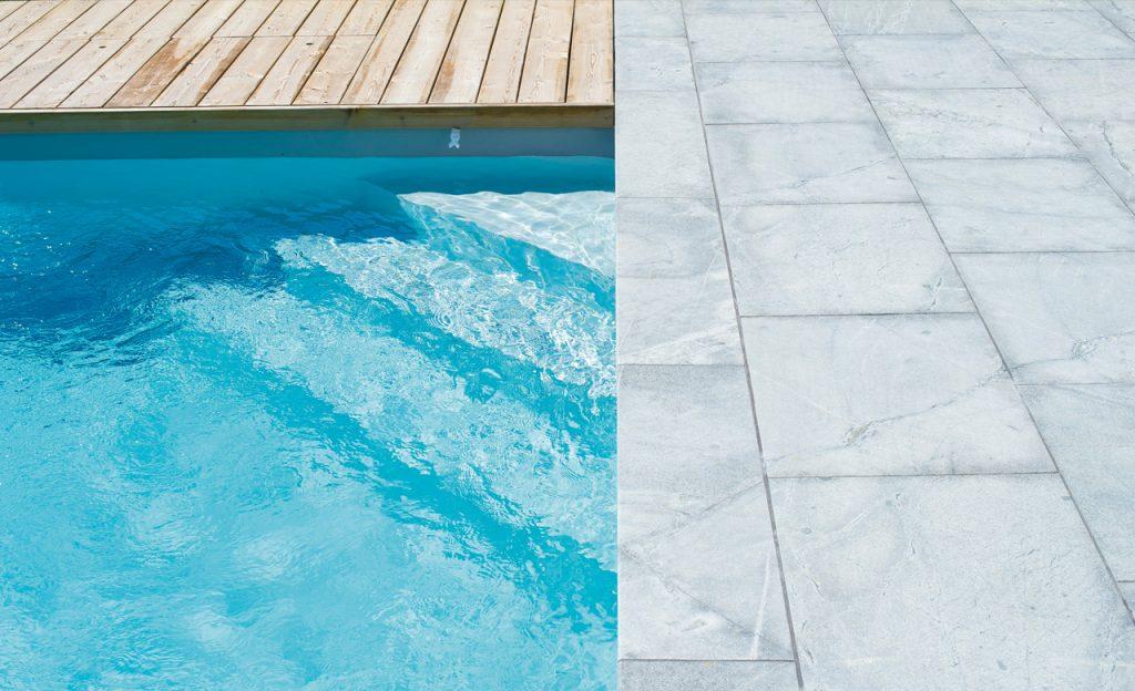 Pool-Ecktreppe - Einstieg innen