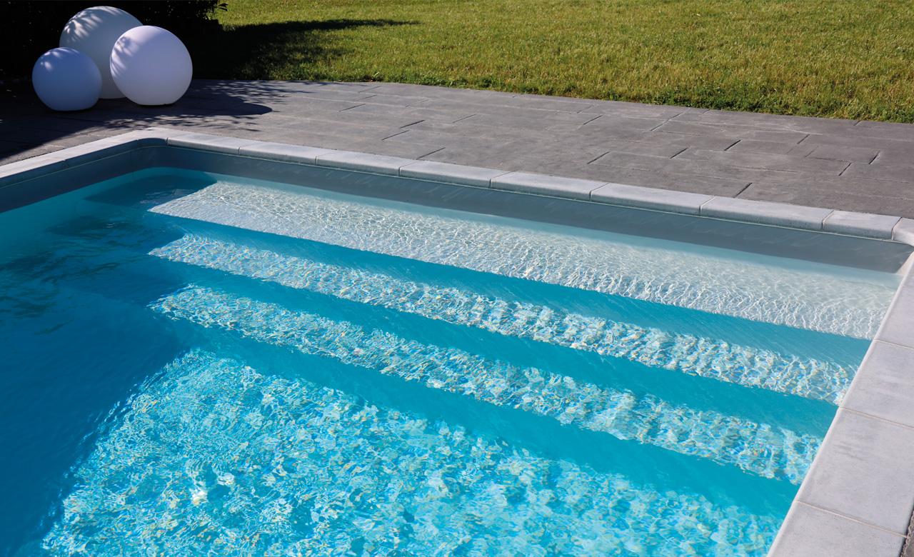 Pooltreppen innenliegend desjoyaux pools for Poolsanierung mit folie