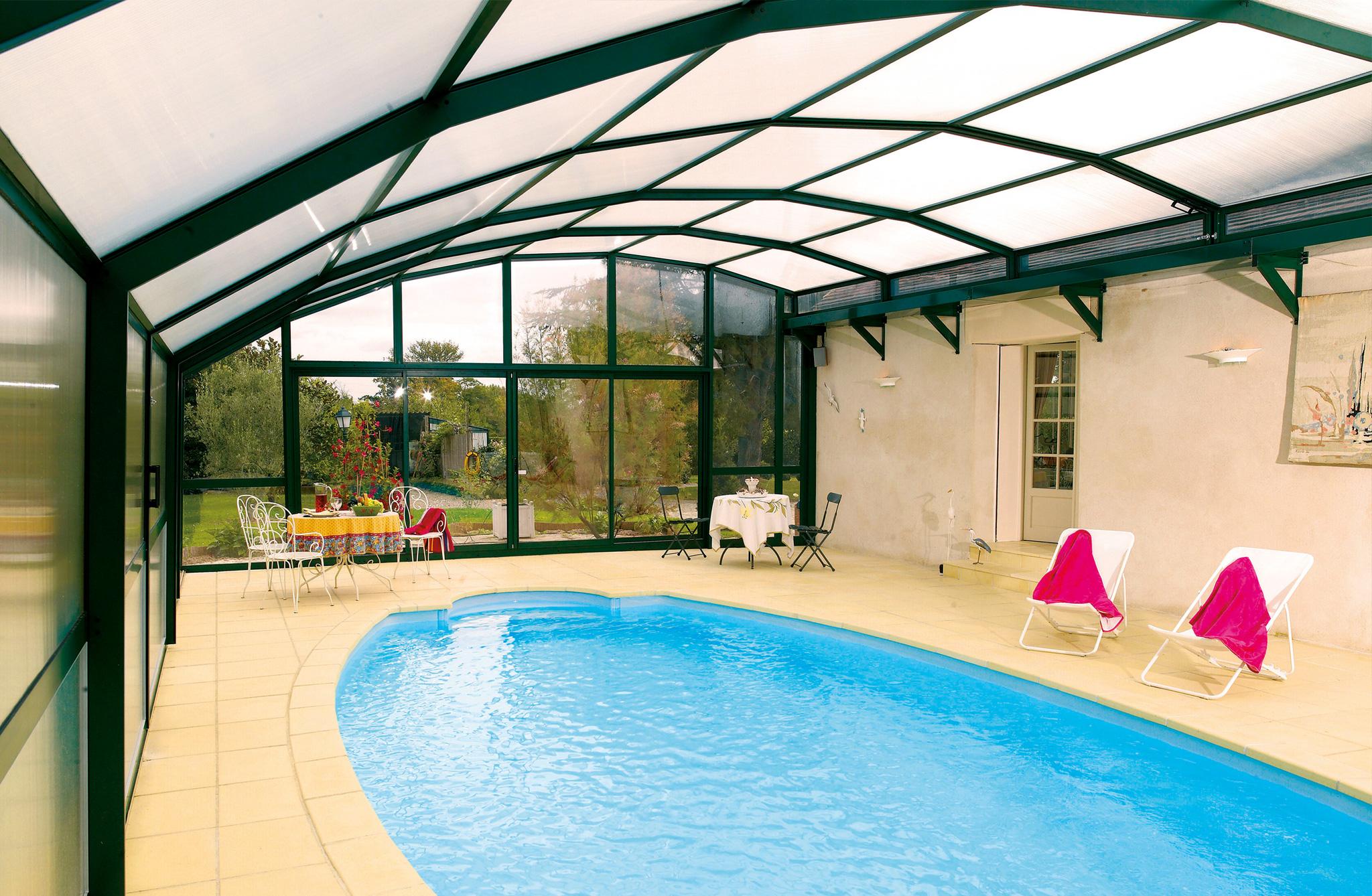 Pool berdachung poolhalle desjoyaux pools for Pool komplettangebot