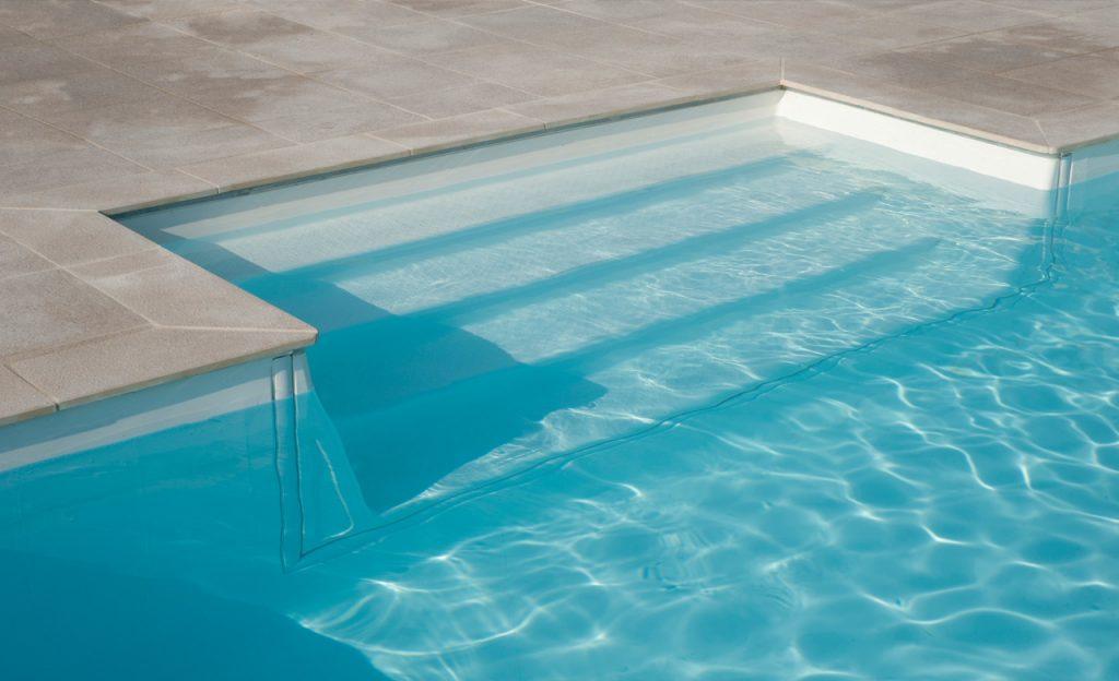 Rechteckige Pooltreppe sandfarben - Einstieg außen