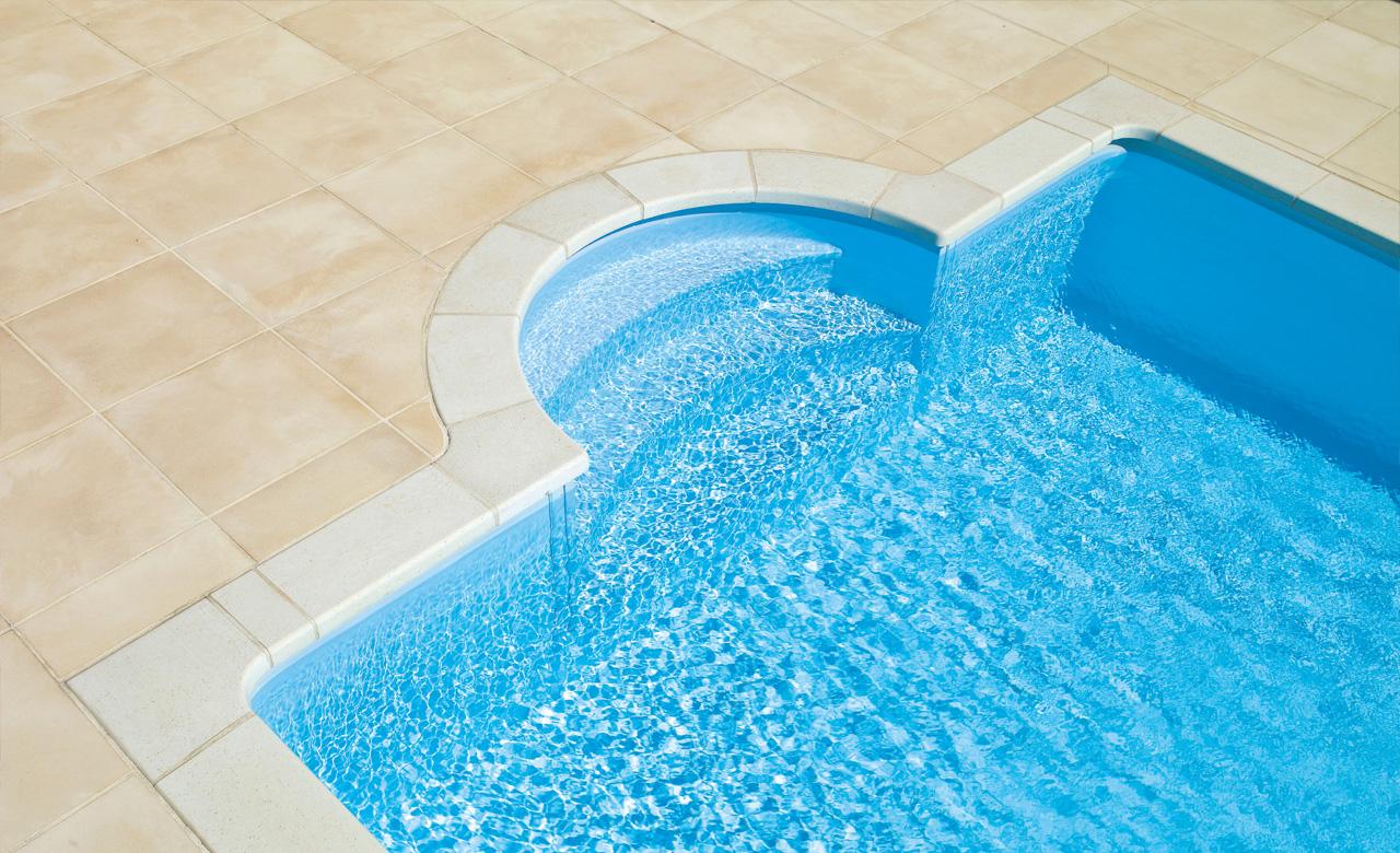 Pooltreppen au enliegend desjoyaux pools for Pool komplettangebot