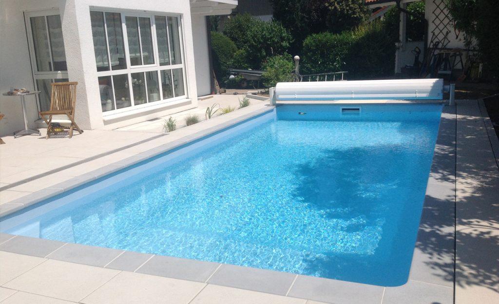 Schwimmbecken Auskleidung mit Poolfolie hellblau