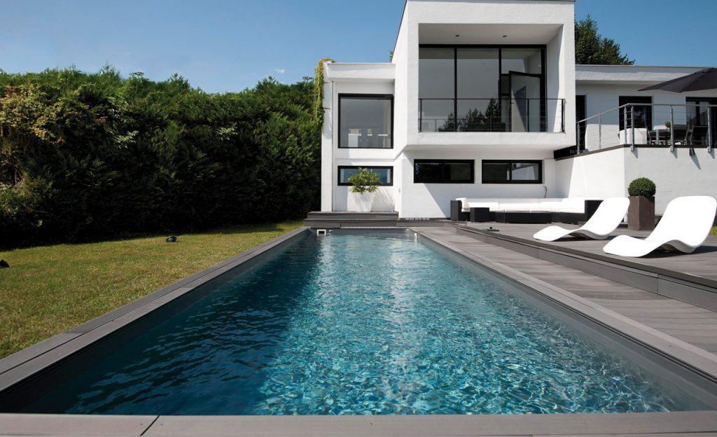 Swimmingpool Auskleidung mit Poolfolie dunkelgrau
