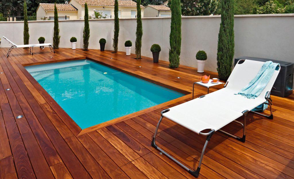 Swimmingpool Auskleidung mit Poolfolie hellblau