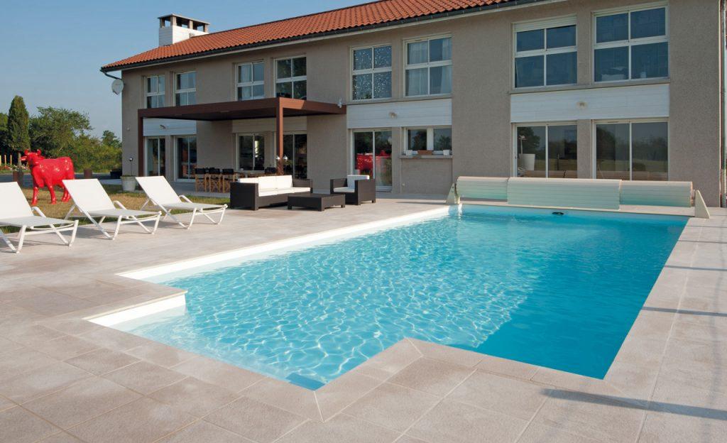 Swimmingpool Auskleidung mit Poolfolie weiß